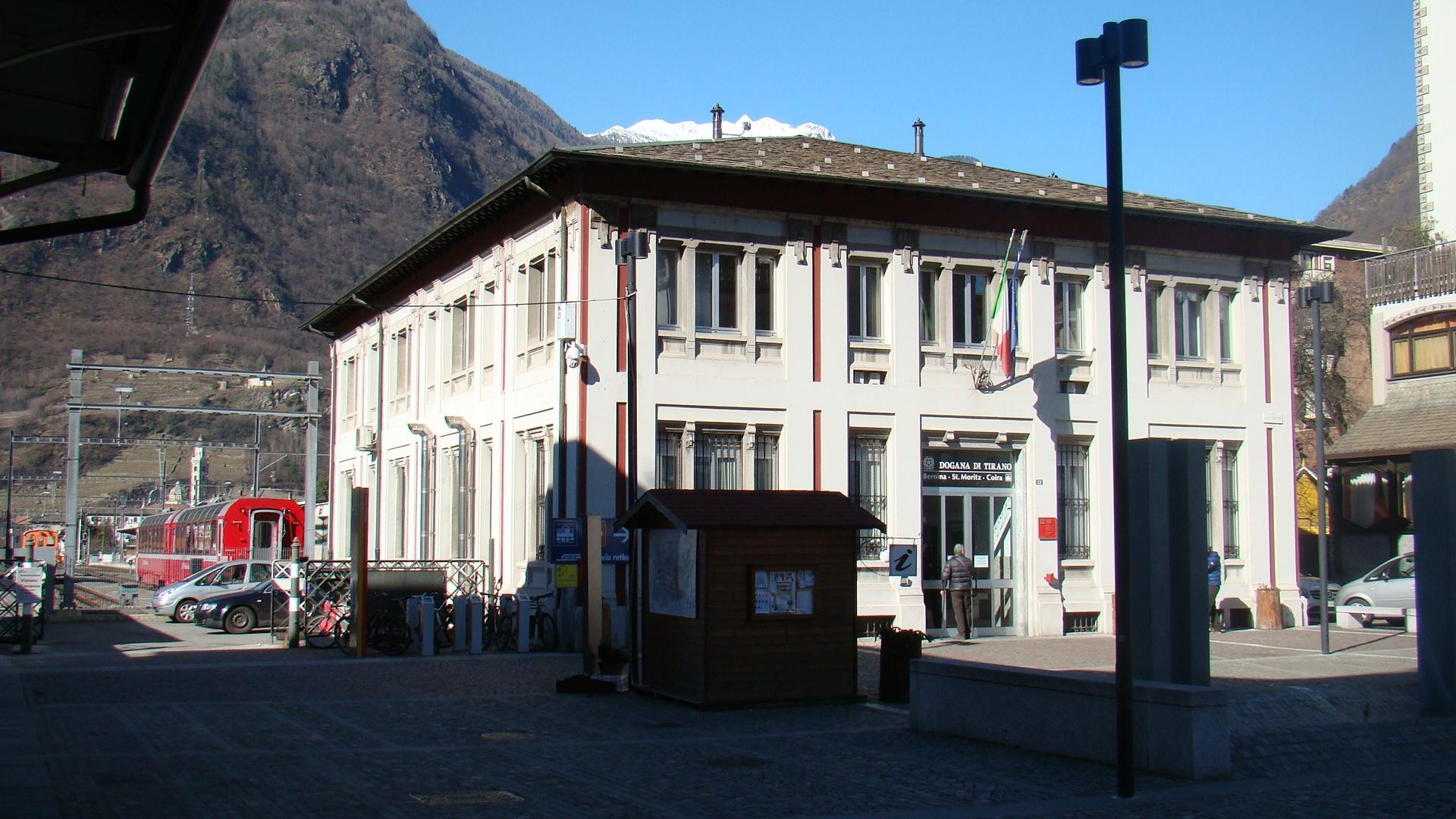 Ufficio Di Piano Tirano : Ufficio dogana tirano so stazione treno del bernina u studio